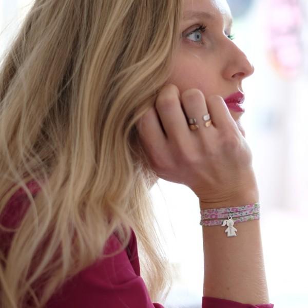 Bracelet Liberty triple tourLily-Rose breloque Petite Fille porté
