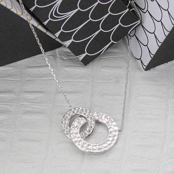 Collier double anneaux martelés