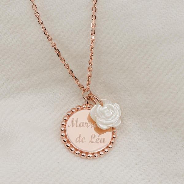 Collier pendentif boules et fleur de nacre